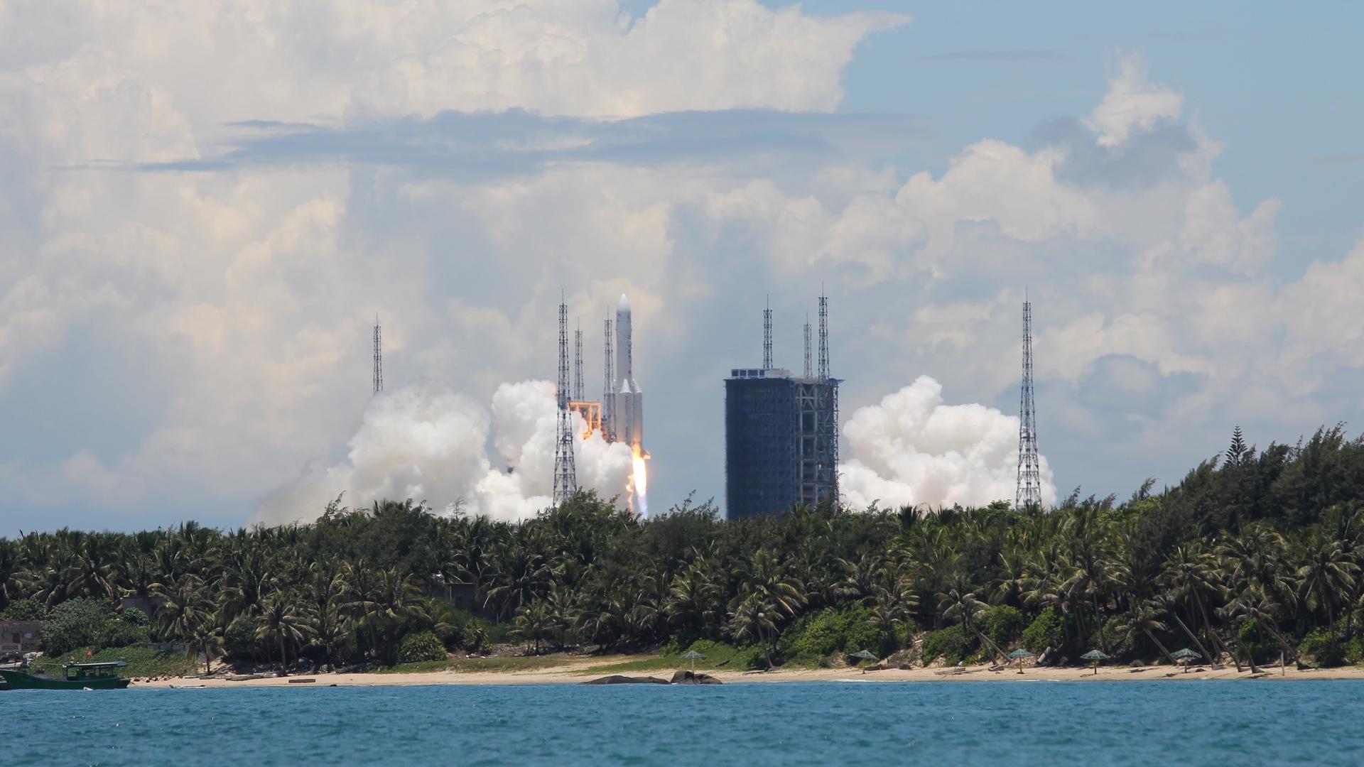中国、有人宇宙船打ち上げ成功。着々と進む宇宙強国の道