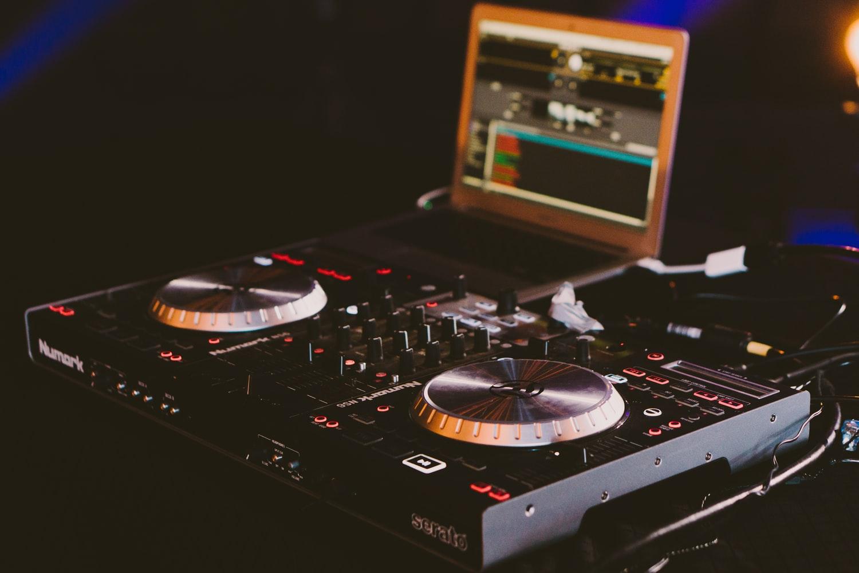 【DJ必見】SpotifyでDJの音源を集める方法は?5,000万曲でDJできる!